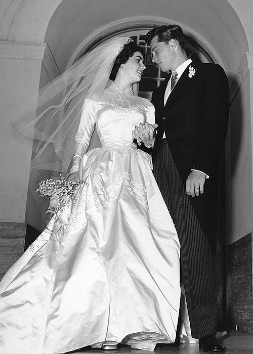 7 váy cưới nổi bật của Elizabeth Taylor
