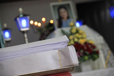 Vành khăn trắng và nỗi đau thương phủ lên gia đình Tiên.