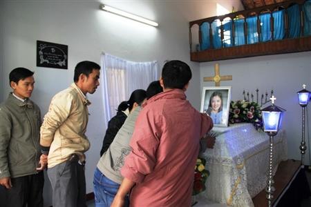 Ai cũng bất ngờ trước sự ra đi của Tiên. Nhiều người thương cho số phận cô gái trẻ, lầm trao tình yêu vào kẻ thủ ác Trần Trọng Phú.