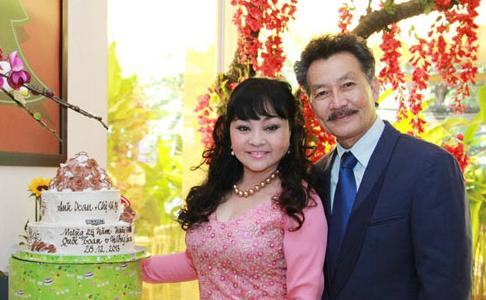 Vợ chồng Hương Lan kỷ niệm 25 năm ngày cưới
