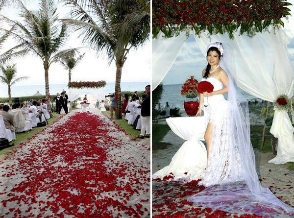 Con đường dẫn tới cổng hoa - nơi diễn ra nghi thức hôn lễ được trải đầy hoa hồng, rất lãng mạn và ấn tượng.