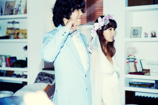 Một trong những cặp hot nhất năm là Lee Hyori và chú rể xấu trai Lee Sang Soon, hai người đã có một đám cưới bí mật tại đảo Jeju trong