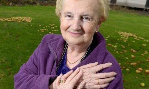Marion Reeve tìm lại được chiếc nhẫn cưới. Ảnh: Caters