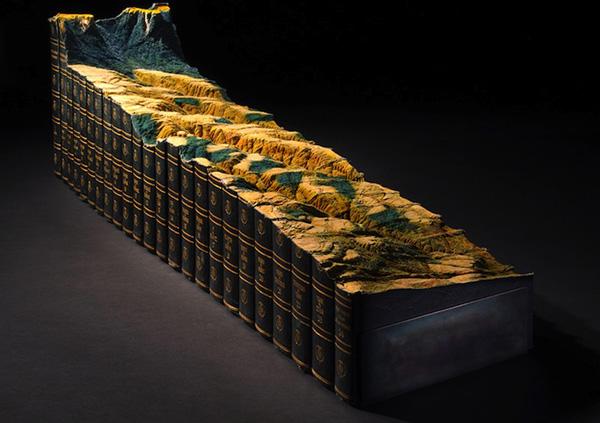Nghệ sĩ Guy Laramée vừa cho ra đời cuốn sách điêu khắc đẹp tuyệt dựa trên cuốn