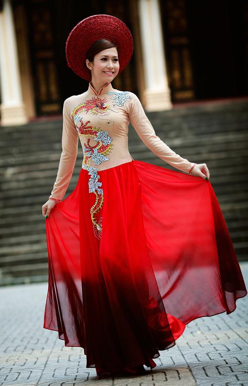 Chọn áo dài cưới xuân hè với Phan Thu Quyên
