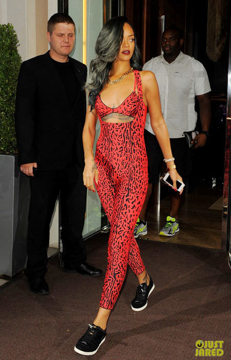 2-Rihanna-4784-1388725342.jpg