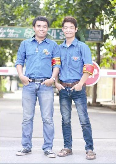 Phạm Văn Đức (trái) khi còn là chàng sinh viên sôi nổi.