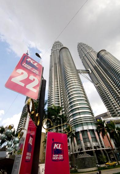 Tháp đôi Petronas là điểm dừng số 22 trên bản đồ.