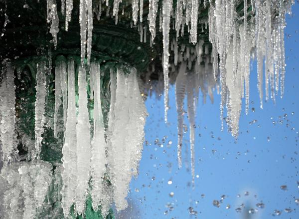 Cột băng hình thành trên các đài phun nước ở Augusta, bang Georgia.