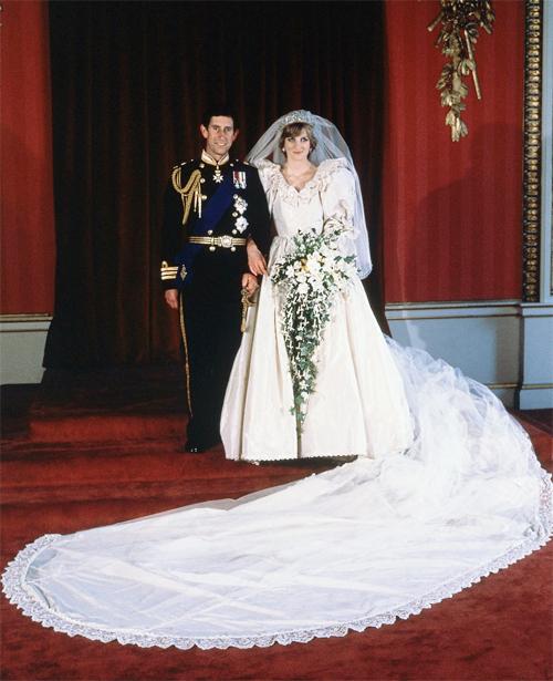 7 cô dâu nổi tiếng mê khăn voan dài
