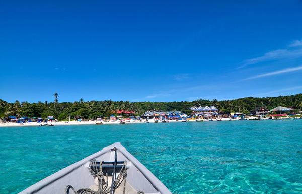 Bạn sẽ mất khoảng 30 -45 phút ngồi cano để ra đến đảo.