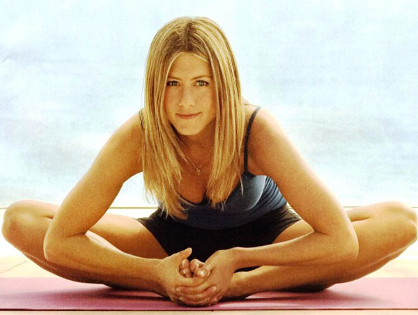 Jennifer-Aniston-Yoga-4813-1389672771.jp