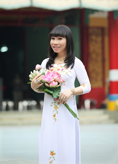 """Năm ngoái, Quỳnh Trâm đã thu âm CD ca nhạc đầu tay mang tên """"Duyên Quê"""" và dành toàn bộ lợi nhuận làm từ thiện."""