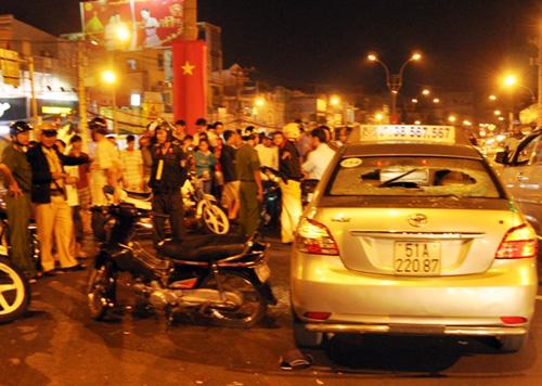 Hàng chục cảnh sát có mặt hiện trường vẫn hồi trật tự. Ảnh: An Nhơn