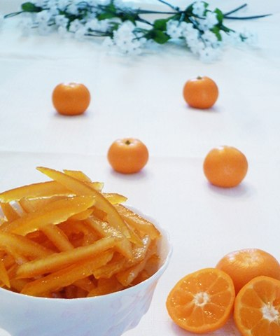 Khi dùng xong phần ruột cam, phần vỏ các bạn có thể làm thành một loại mứt, ăn rất ngon mà lại có thể chữa cả ho.
