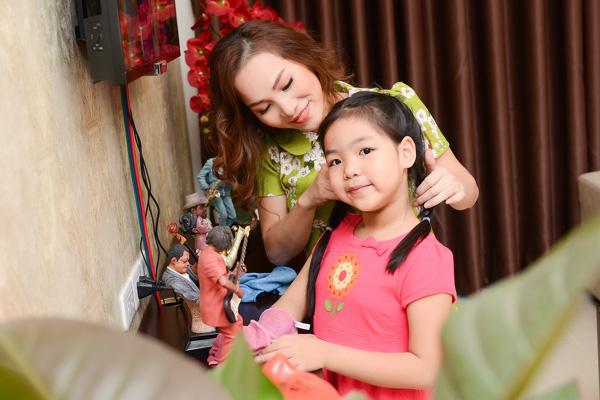 Các ông bố, bà mẹ Sao Việt chuẩn bị tết gì cho con cái!
