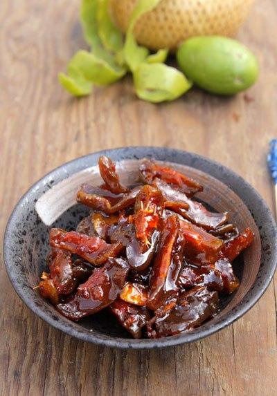 Tết này bạn hãy trổ tài đãi người thân món mứt cóc bao tử chua chua, cay cay, thoang thoảng mùi gừng, nhâm nhi rất thú vị.