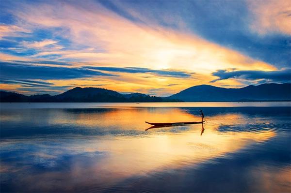 Cảnh sắc thơ mộng của hồ Lăk, quyến rũ du khách. Ảnh: Trần Bảo Hòa
