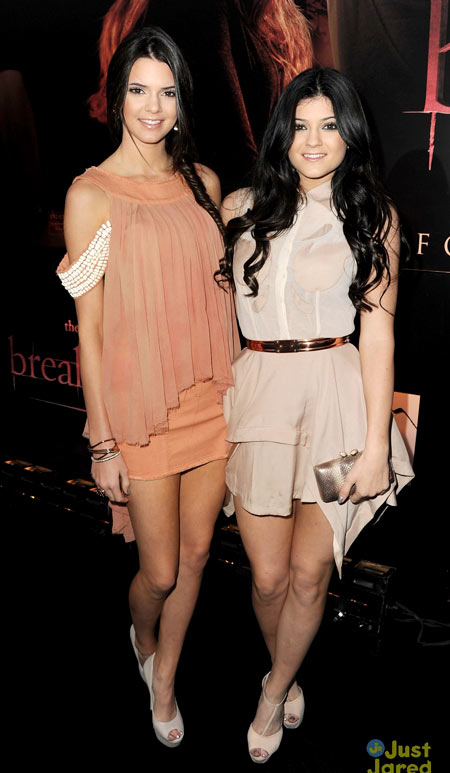 10-Kendall-and-Kylie-Breaking-6984-1475-