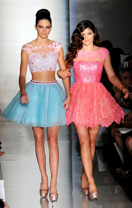 11-Kendall-and-Kylie-catwalk-4698-138994