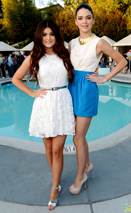 4-Kendall-and-Kylie-Seventeen-8881-8272-