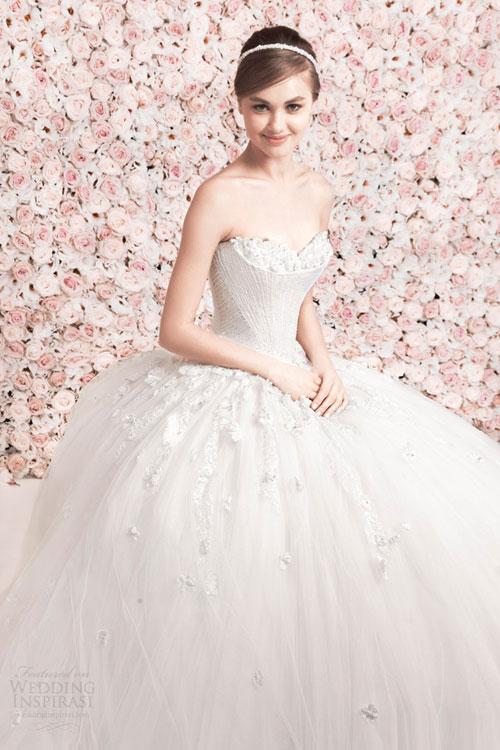 Váy cưới mang vẻ đẹp vượt thời gian