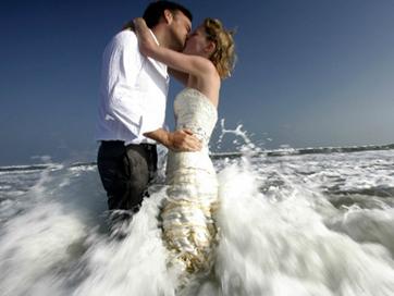 Đi khắp thế gian để làm đám cưới