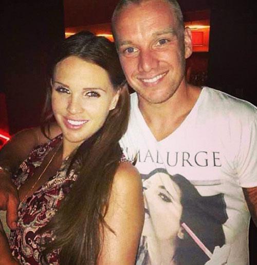 Ảnh cựu hoa hậu Anh và chồng, tiền vệ kém 3 tuổi Jamie O' Hara, sau vài dòng bức xúc trên Twitter.