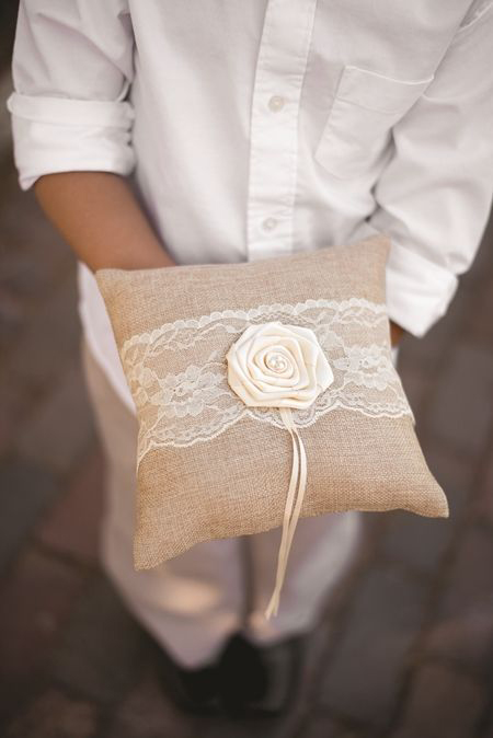 10 mẫu gối nhẫn đính ren đẹp cho hôn lễ