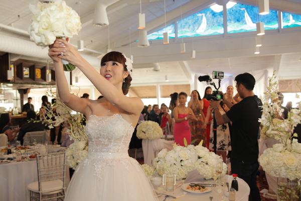 Ngọc Quyên muốn đem tới cảm giác ấm cúng, gần gũi cho khách mời nên chú trọng tới chương trình tiệc cưới vui nhộn, kéo dài tới 4 tiếng đồng hồ.