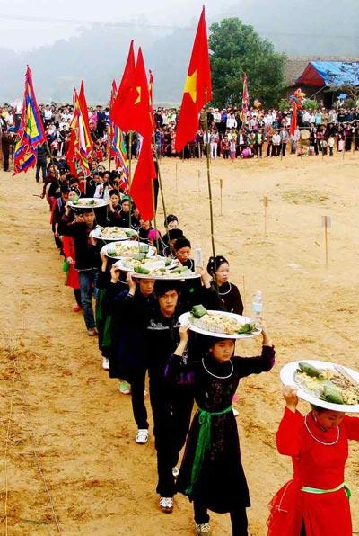 Lễ hội Lồng Tồng là lễ hội lớn nhất của đồng bào Tày ở Tà Chải và Na Hối.