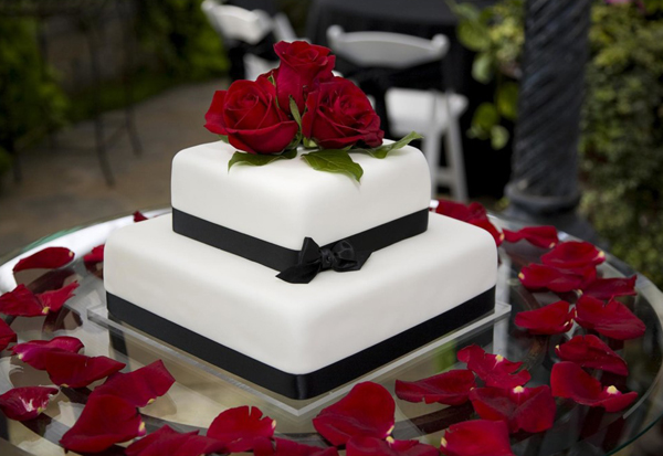 square-wedding-cakes-6323-1390898836.jpg