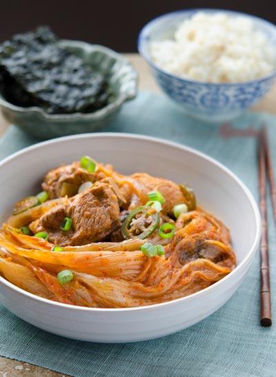Học theo người Hàn nấu canh chua cay vừa thổi vừa ăn để ấm bụng cho những ngày lạnh giá nhé.
