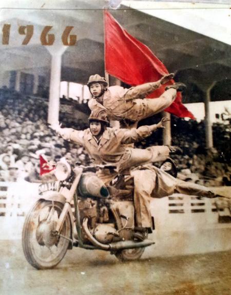 Màn biểu diễn ngoạn mục của câu lạc bộ đã trở thành một hiện tượng thời bấy giờ ở Hà Nội.