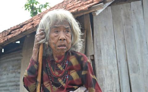 Bà Bu từng biết rất nhiều ngoại ngữ ở thôn Đăk Mế.