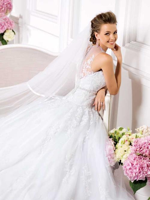 Những mẫu váy cưới đẹp từ mọi góc độ