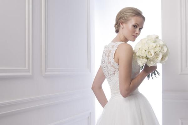Váy cưới cầu kỳ từng chi tiết