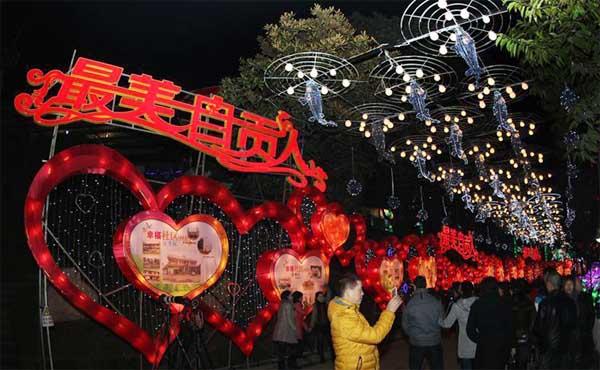 Năm nay, lễ hội này trùng với ngày Lễ tình nhân Valentine. Do đó, khắp nơi trên đất nước, nhiều hoạt động đang được tổ chức tưng bừng, kết hợp giữa các nghi thức truyền thống và phong cách hiện đại.