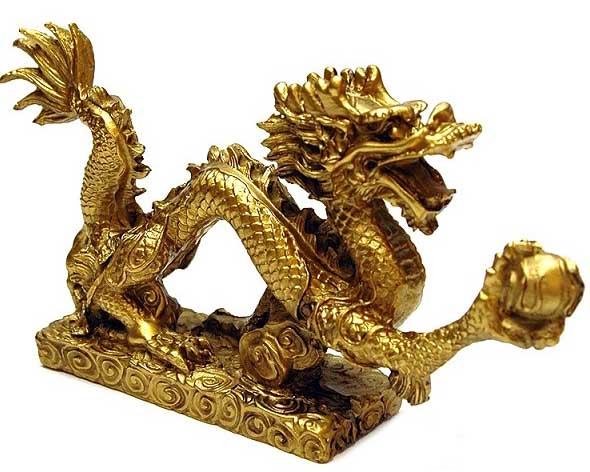 Để cân bằng quyền lực giữa Dậu và Tý, bày hình tượng Rồng (tuổi Thìn) trong phòng ngủ. Thìn là con giáp Nhị hợp của Dậu và là con giáp Tam hợp của Tý. Rồng vàng có lợi cho Dậu, trong khi Rồng xanh nước biển mang lại lợi ích nhiều hơn cho Tý.