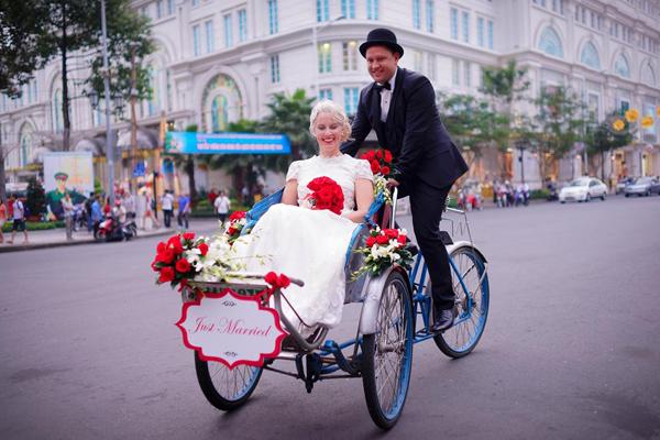 Đám cưới của uyên ương diễn ra vào ngày cuối cùng của năm 2013. Vì chọnViệt Nam là nơitổ chức đám cướinên cũng muốn mang một chút văn hóa của Việt Nam vào trong đám cưới của họ.