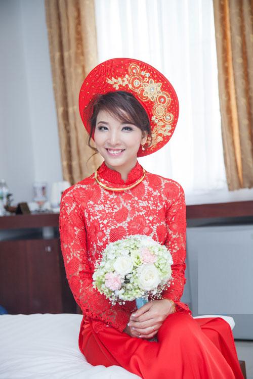Biến tấu với áo dài đỏ ngày cưới