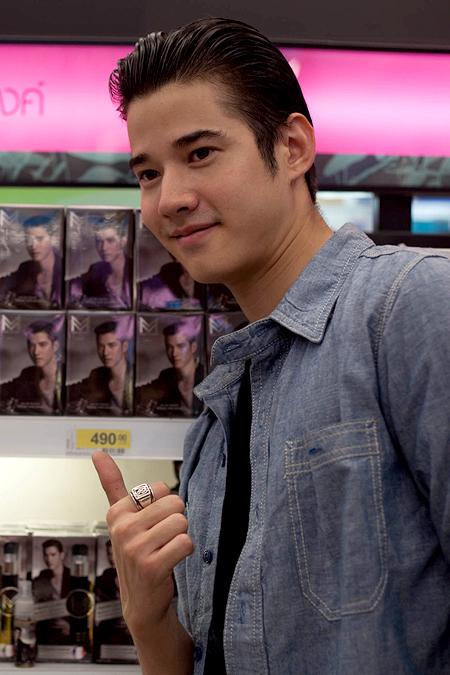Hot boy 'Tình người duyên ma' hút fan bởi vẻ điển trai