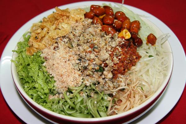 Bún hến được biến tấu từ cơm hến với hương vị thơm ngon khó bỏ qua.
