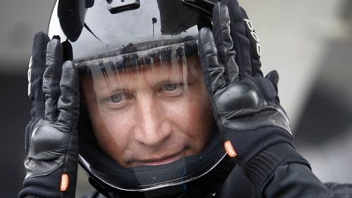 Joby Ogwyn muốn nhảy từ đỉnh Everest xuống khu cắm trại chính. Ảnh: Reuters.