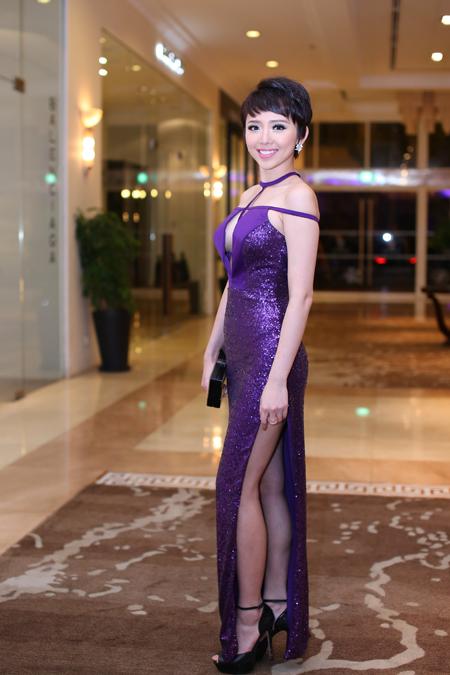 Tóc Tiên mặc bốc lửa đi event ở Sài Gòn