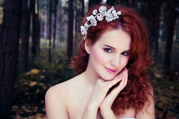 Băng đô cưới làm đẹp mái tóc xoăn