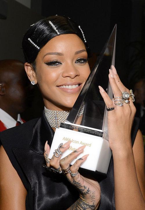 Rihanna7-4215-1393561394.jpg