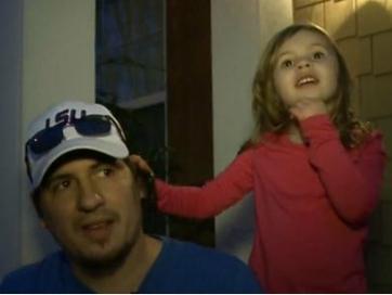 Bé ba tuổi gọi cảnh sát cứu mạng cha