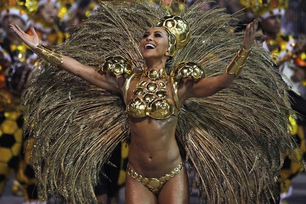 AFP cho biết Brazil ước tính sẽ đón khoảng 4 triệu khách du lịch vào mùa lễ hội năm nay. Ảnh: Mirror.
