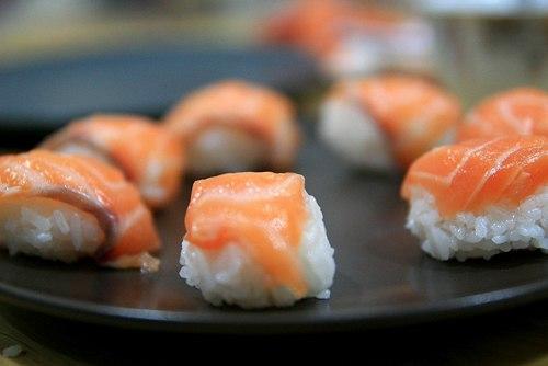Sự kết hợp giữa vị tươi ngon của cá hồi cùng vị béo ngậy của quả bơ sáp luôn làm mọi người trong gia đình mình thích thú.